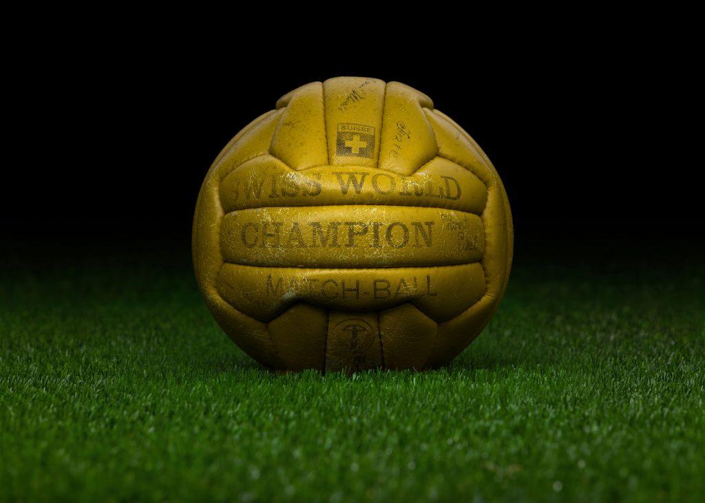 pre-adidas-world-cup-match-ball-fifa-world-cup-1954-switzerland-swiss-world-champion-game-used