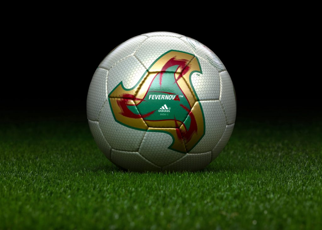 made-in-pakistan-match-ball-fifa-world-cup-2002-south-korea-japan-adidas-fevernova