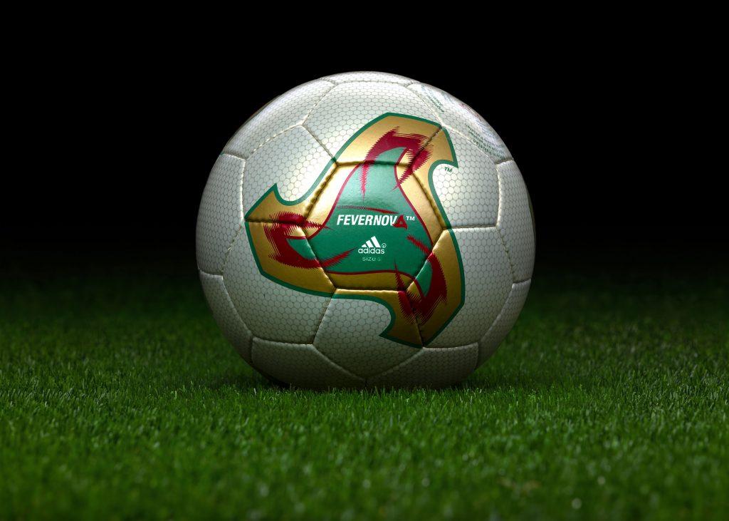 made-in-pakistan-match-ball-fifa-world-cup-2002-south-korea-japan-adidas-fevernova