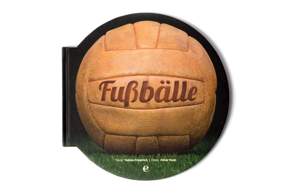 Fussbaelle-Peter-Pesti-worldcupballs-info-book-photo-1