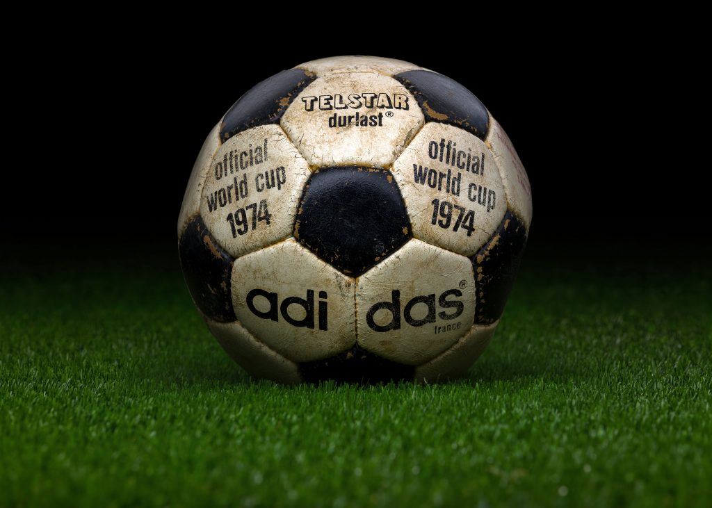 france-match-ball-fifa-world-cup-1974-germany-adidas-telstar-durlast