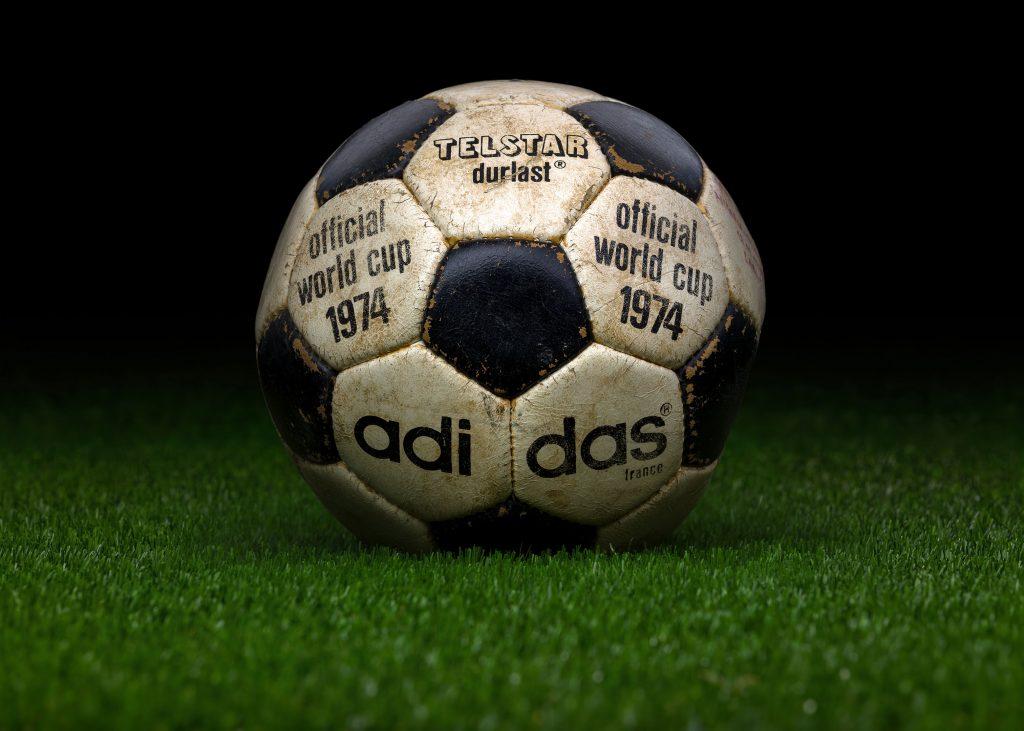 france-match-ball-fifa-world-cup-1974-germany-adidas-telstar-durlast
