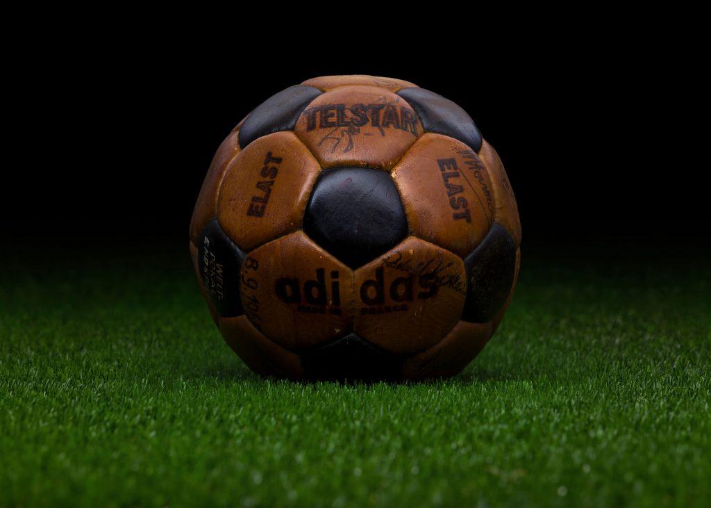 made-in-france-match-ball-fifa-world-cup-1970-mexico-adidas-telstar-elast-3