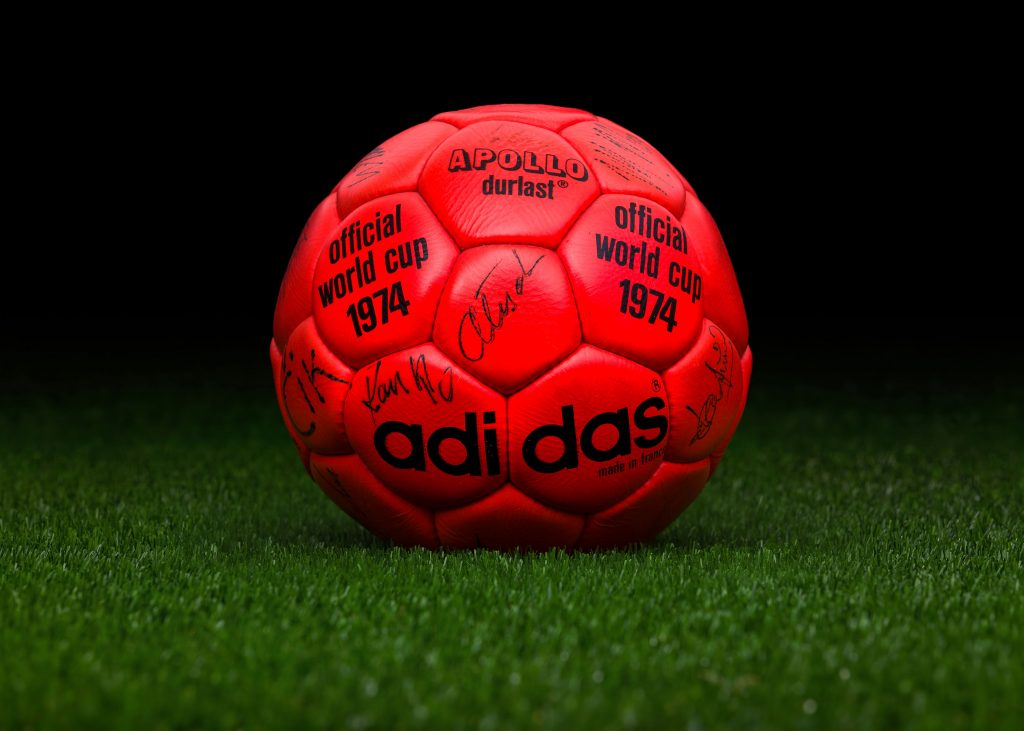 made-in-france-match-ball-fifa-world-cup-1974-germany-adidas-apollo-durlast