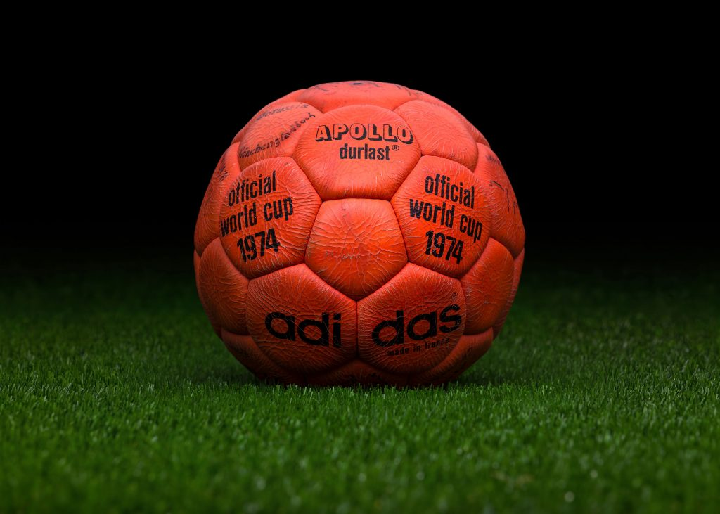 made-in-france-match-ball-fifa-world-cup-1974-germany-adidas-apollo-durlast-2