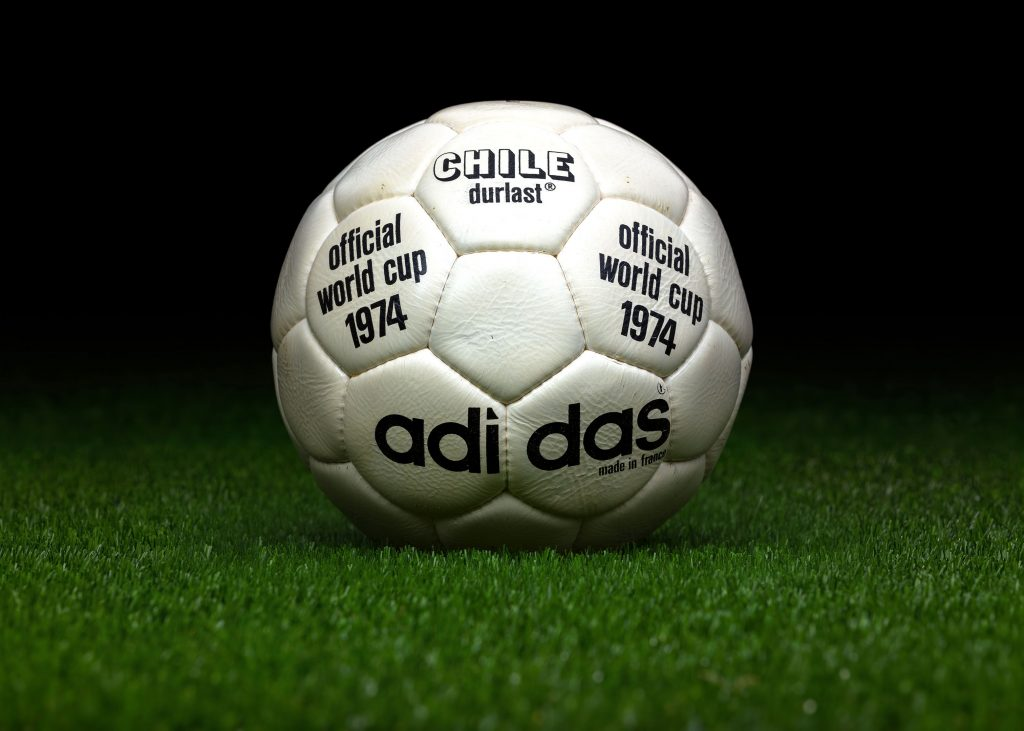 made-in-france-match-ball-fifa-world-cup-1974-germany-adidas-chile-durlast