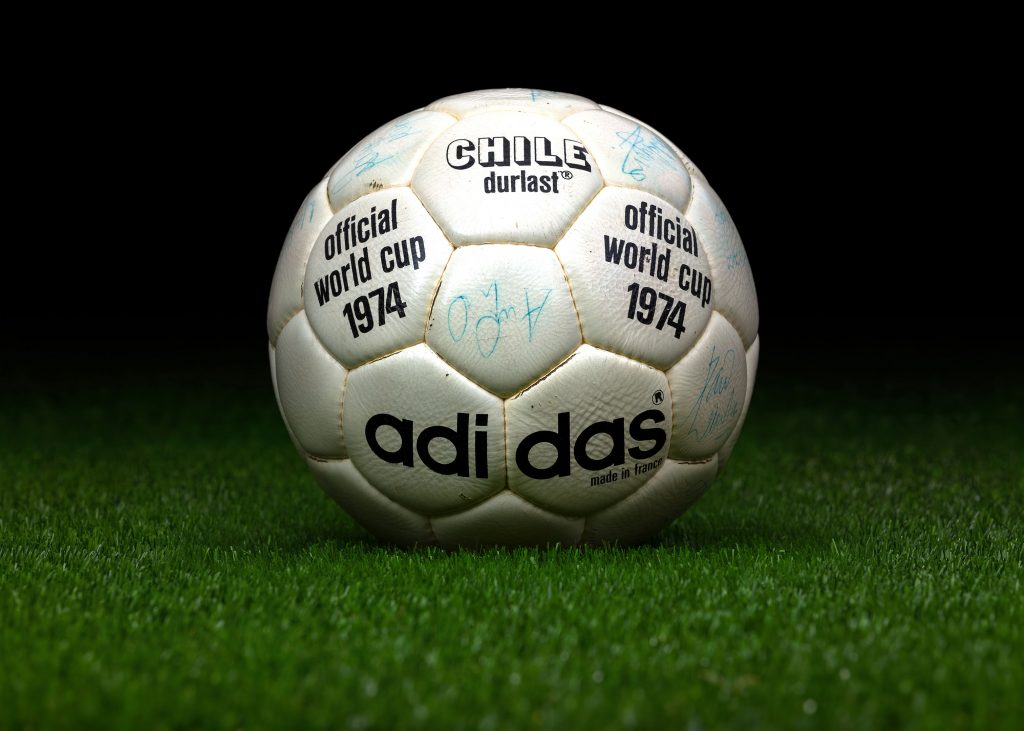 made-in-france-match-ball-fifa-world-cup-1974-germany-adidas-chile-durlast-3