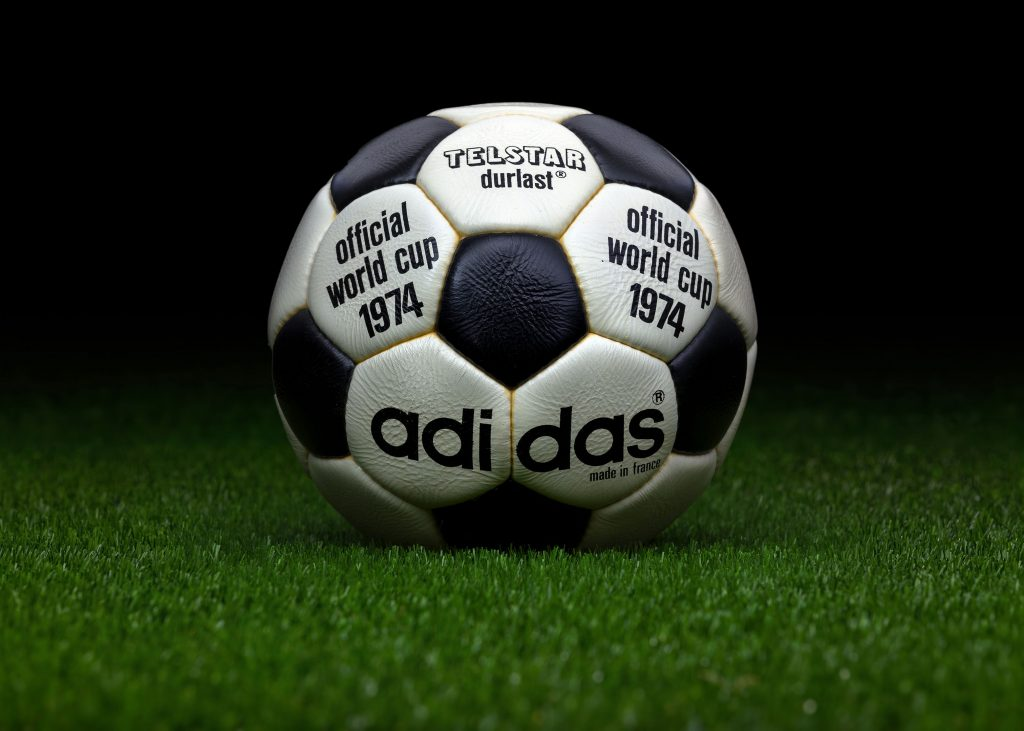 made-in-france-match-ball-fifa-world-cup-1974-germany-adidas-telstar-durlast-2