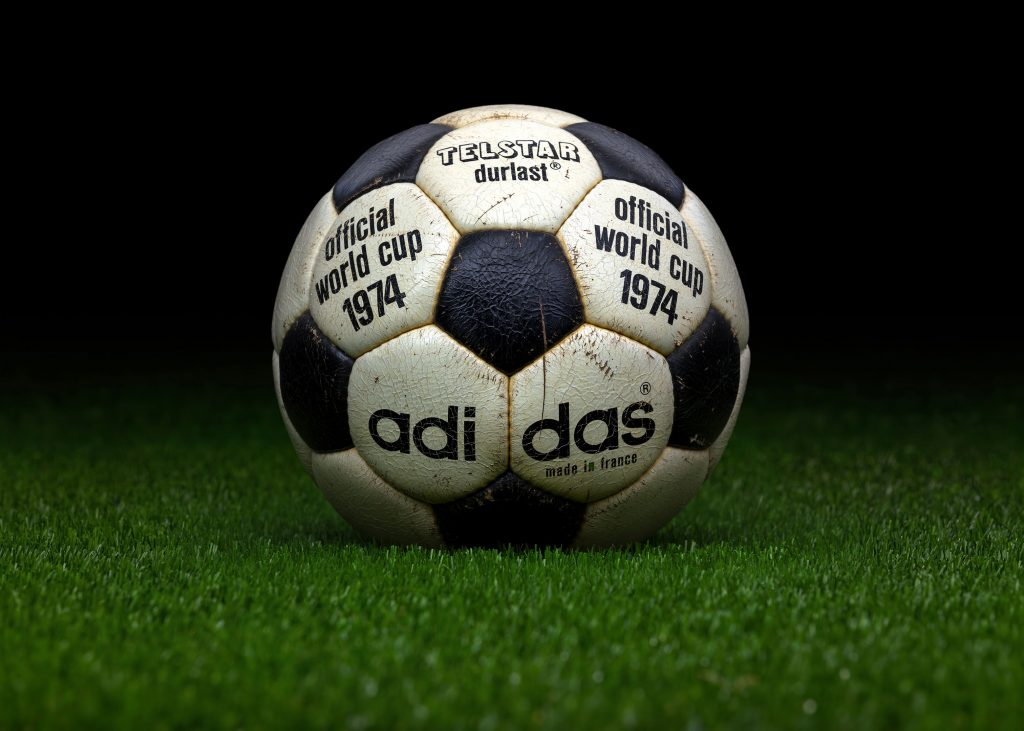 made-in-france-match-ball-fifa-world-cup-1974-germany-adidas-telstar-durlast-4