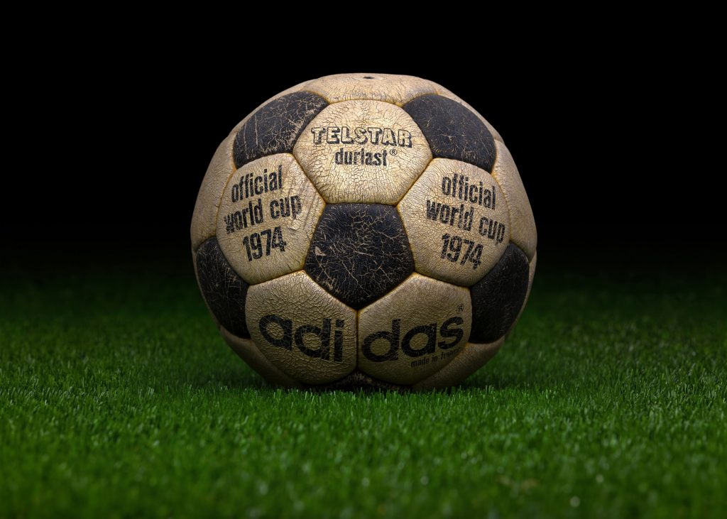 made-in-france-match-ball-fifa-world-cup-1974-germany-adidas-telstar-durlast-7