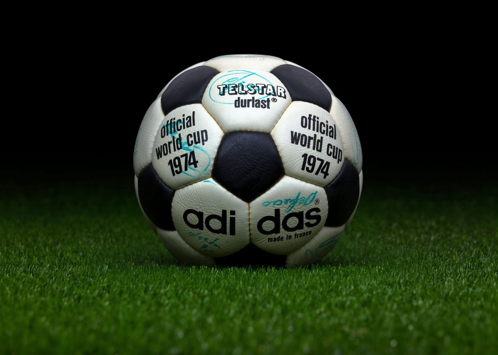 made-in-france-match-ball-fifa-world-cup-1974-germany-adidas-telstar-durlast-8