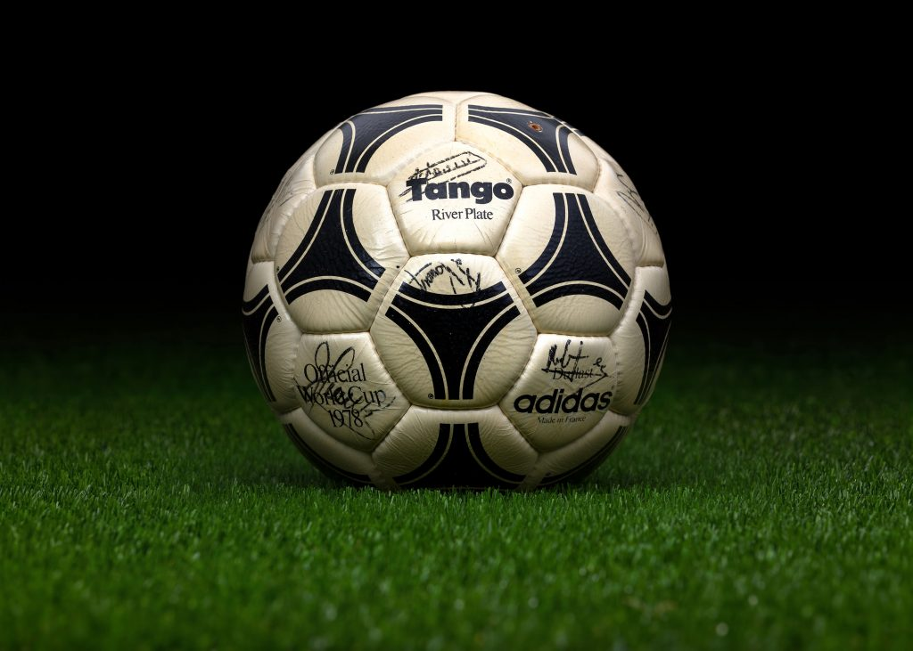 made-in-france-match-ball-fifa-world-cup-1978-argentina-adidas-tango-river-plate-2