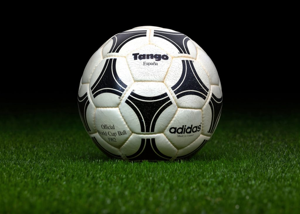 made-in-france-match-ball-fifa-world-cup-1982-spain-adidas-tango-espana