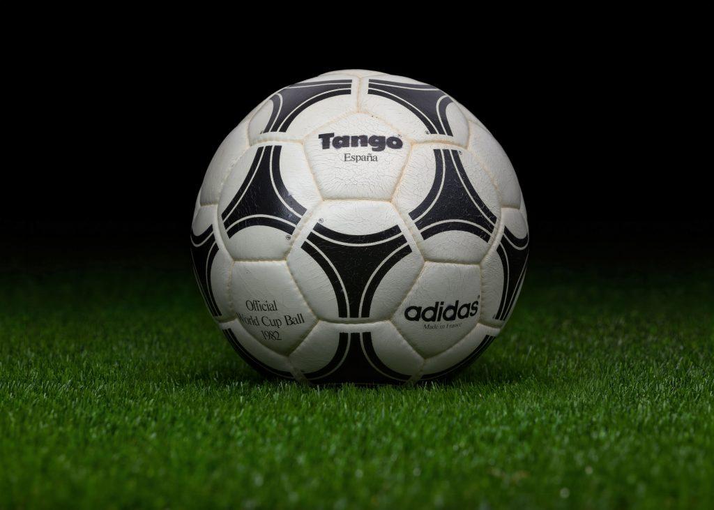 made-in-france-match-ball-fifa-world-cup-1982-spain-adidas-tango-espana