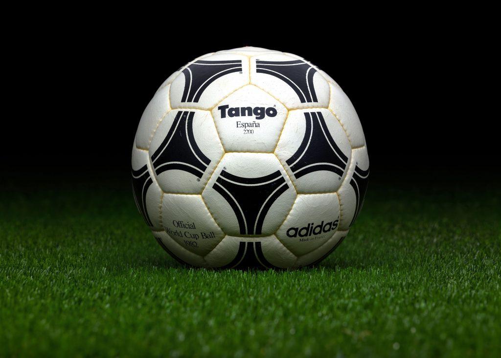 made-in-france-match-ball-fifa-world-cup-1982-spain-adidas-tango-espana-2200