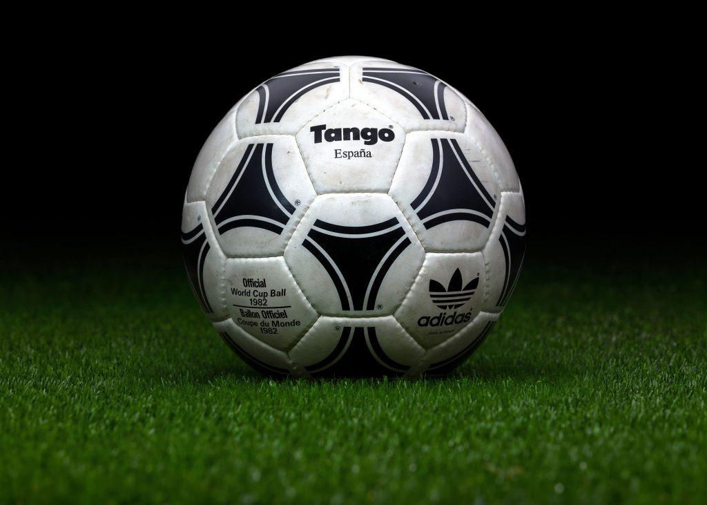 made-in-france-match-ball-fifa-world-cup-1982-spain-adidas-tango-espana-3