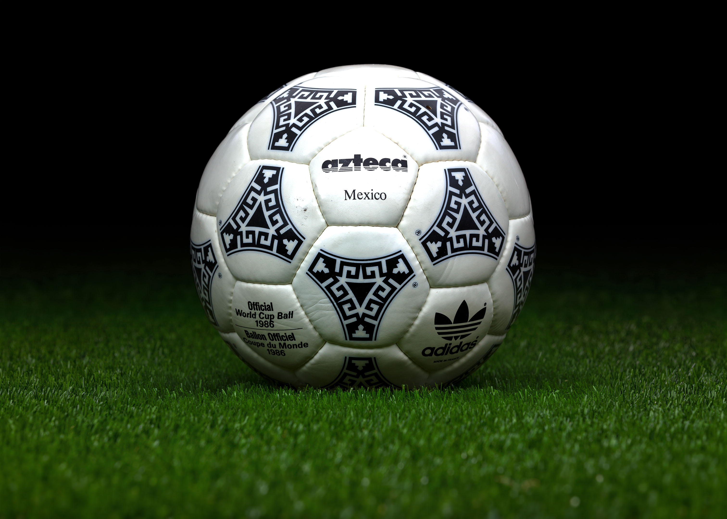 marxista malo Pronunciar  Made in France match ball FIFA World Cup 1986 Mexico Adidas Azteca 2 -  worldcupballs.info