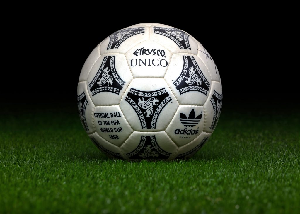 made-in-france-match-ball-fifa-world-cup-1990-italy-adidas-etrusco-unico
