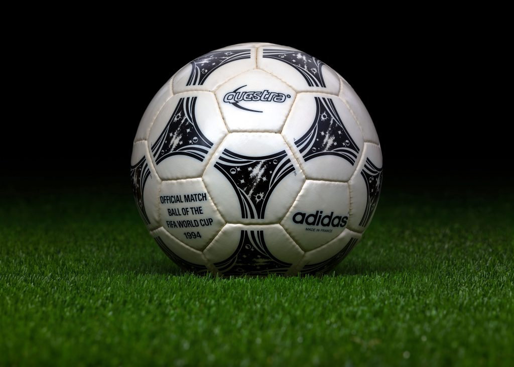 made-in-france-match-ball-fifa-world-cup-1994-usa-adidas-questra