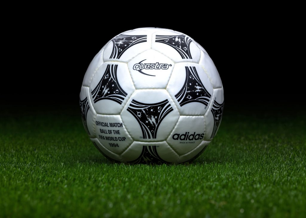 made-in-france-match-ball-fifa-world-cup-1994-usa-adidas-questra-2