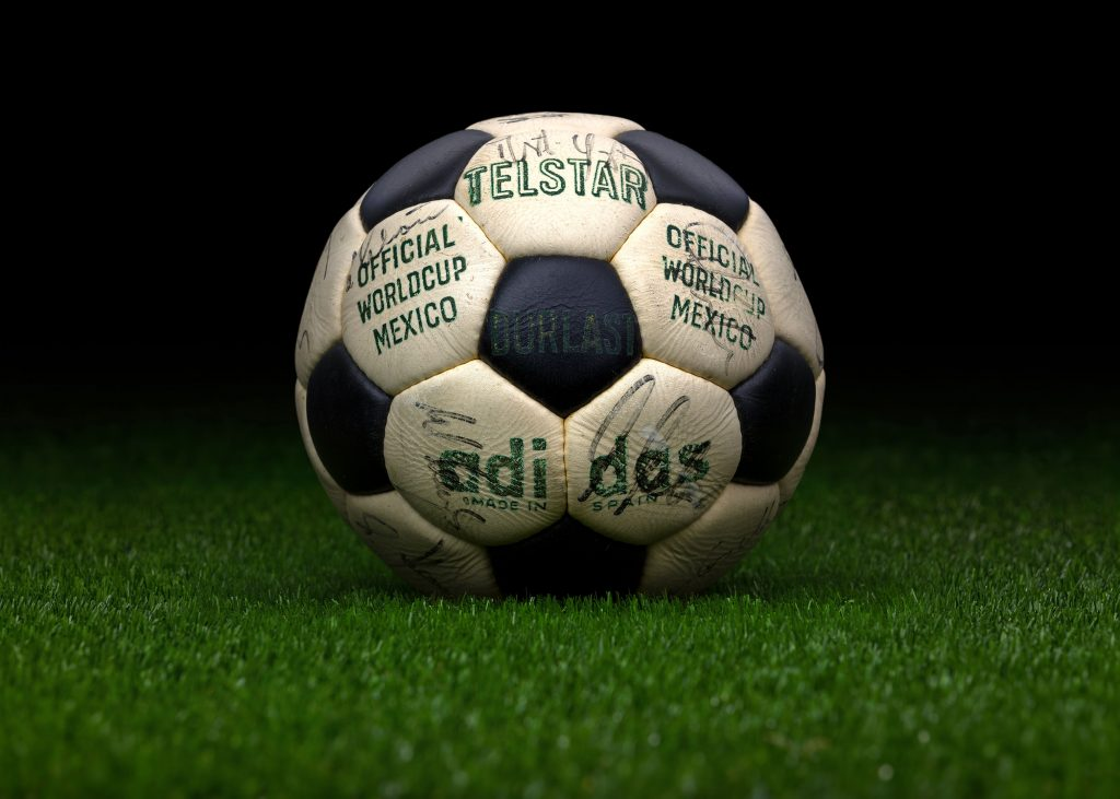 made-in-spain-match-ball-fifa-world-cup-1970-mexico-adidas-telstar-durlast-2