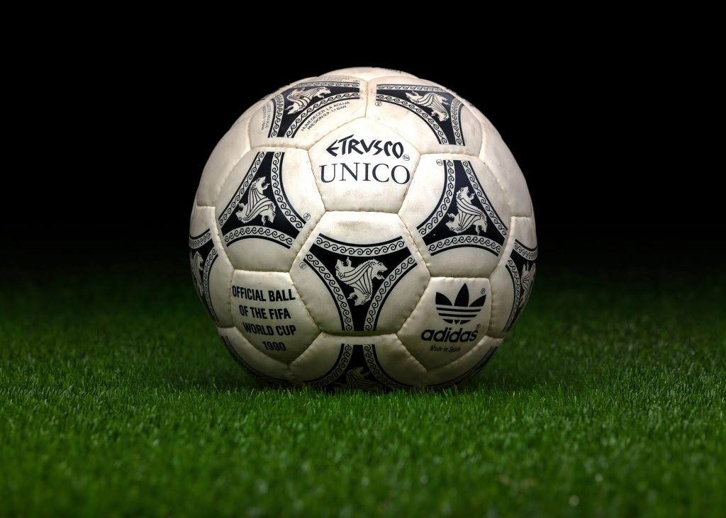 made-in-spain-match-ball-fifa-world-cup-1990-italy-adidas-etrusco-unico