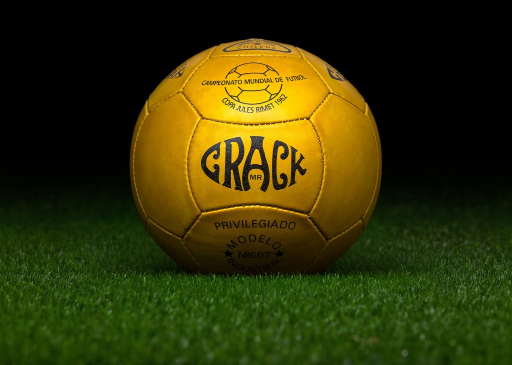 pre-adidas-world-cup-match-ball-reproduction-fifa-world-cup-1962-chile-crack